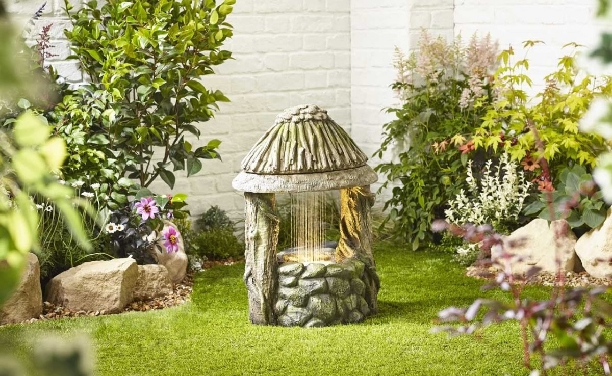 Traditional Wishing Well Water Feature
